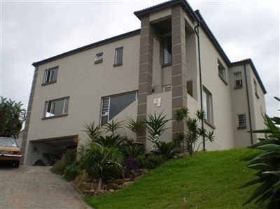 Property and Houses for sale in Beacon Bay, Cluster, 5 Bedrooms - ZAR 4,990,000