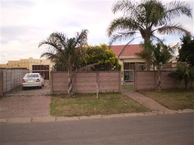 For Sale, House, Amalinda -Ref No 2988907 ZAR 875,000