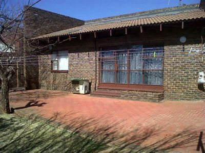 Property and Houses for sale in Fochville, House, 3 Bedrooms - ZAR 1,060,000