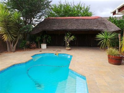 Property and Houses for sale in Kuils River, House, 3 Bedrooms - ZAR 2,400,000