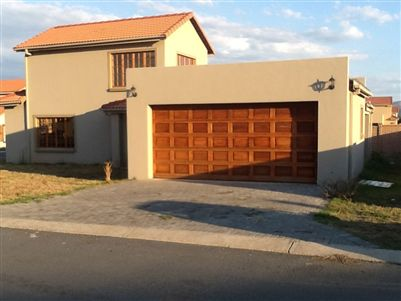 Townhouse for sale in Rustenburg