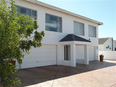 Country Club property for sale. Ref No: 13235570. Picture no 4