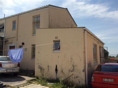 Lentegeur House For Sale in Mitchells Plain ZAR 370,000