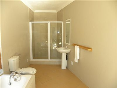 Cashan And Ext property for sale. Ref No: 3198116. Picture no 13