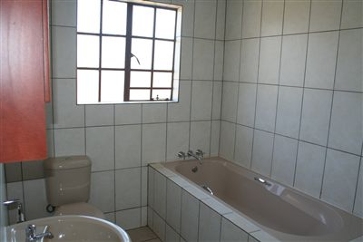 Oos Einde property for sale. Ref No: 3210136. Picture no 5