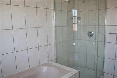 Oos Einde property for sale. Ref No: 3210136. Picture no 6