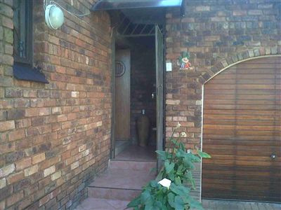 Laudium & Ext property for sale. Ref No: 3215363. Picture no 2