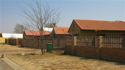 Mooivallei Park property for sale. Ref No: 13239113. Picture no 1