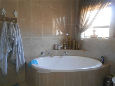 Die Heuwel property for sale. Ref No: 3230944. Picture no 11
