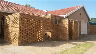 Klerksdorp, Flamwood Property  | Houses To Rent Flamwood, Flamwood, Townhouse 2 bedrooms property to rent Price:,  4,00*