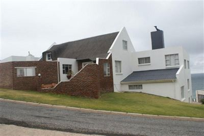 House for sale in Jongensfontein