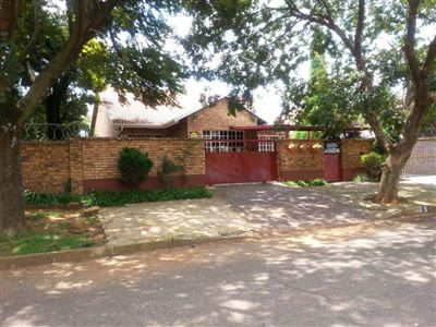 Property and Houses for sale in Boksburg North, House, 3 Bedrooms - ZAR 995,000