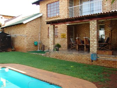 Townhouse for sale in Safari Gardens & Ext