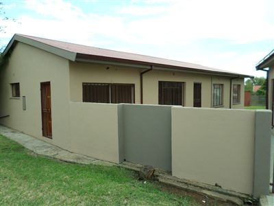 Parys property for sale. Ref No: 3270990. Picture no 3