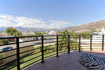 House for sale in Gordons Bay