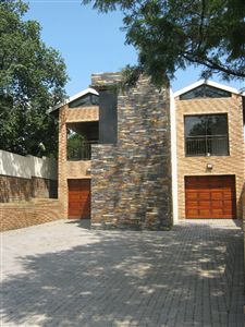 Property and Houses for sale in Die Heuwel, Townhouse, 3 Bedrooms - ZAR 1,650,000