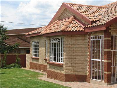 Parys property for sale. Ref No: 3285004. Picture no 2