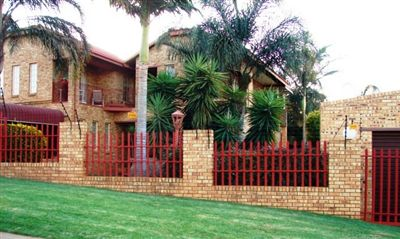 Safari Gardens property for sale. Ref No: 3288424. Picture no 1