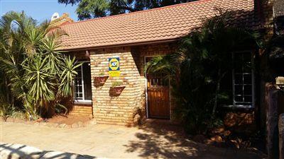 Safari Gardens property for sale. Ref No: 3288665. Picture no 1