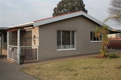 Bloemfontein, Generaal De Wet Property  | Houses For Sale Generaal De Wet, Generaal De Wet, House 3 bedrooms property for sale Price:899,000