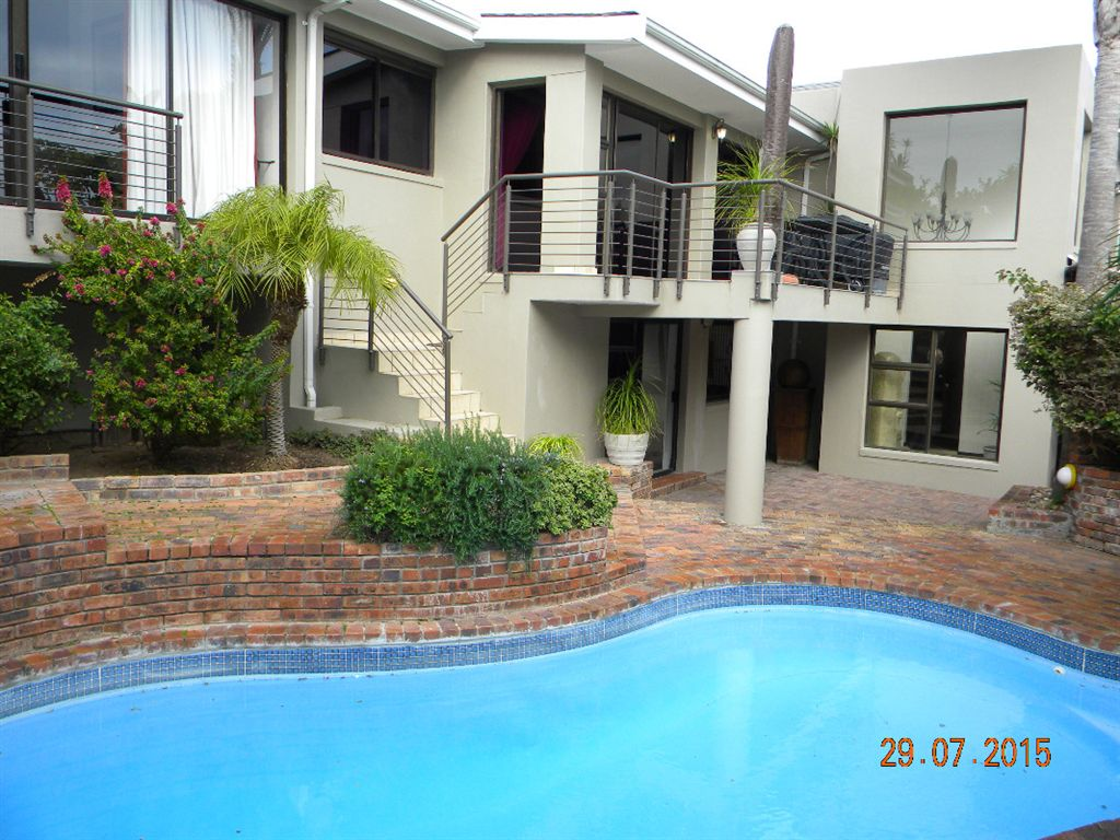 Double storey house with flat for sale in Sonstraal