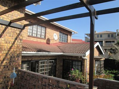 Townhouse for sale in Uvongo