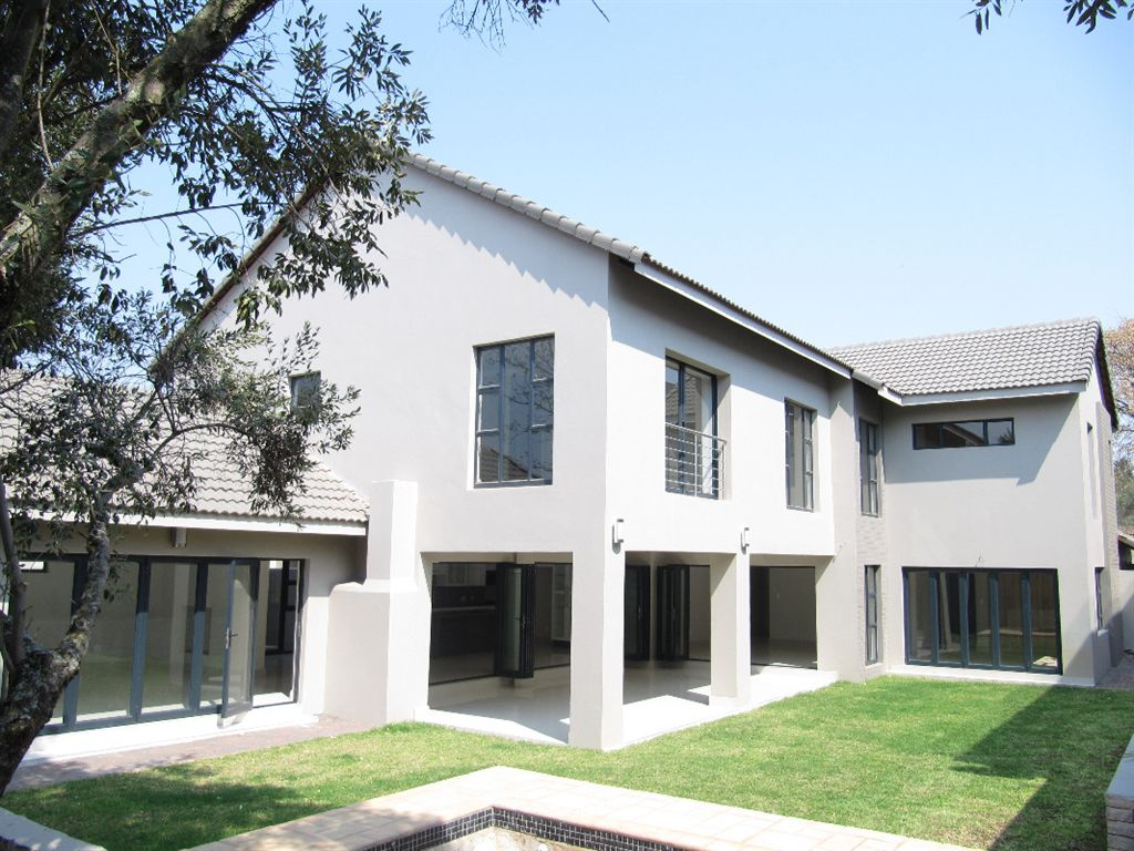 Modern and spacious 5 bedroom family cluster in Bryanston.