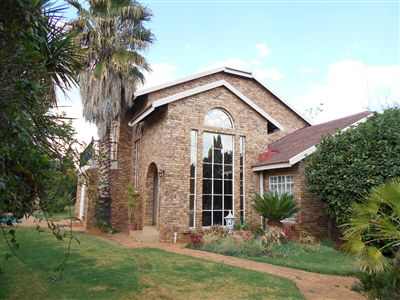 Van Der Hoff Park property for sale. Ref No: 13241541. Picture no 1
