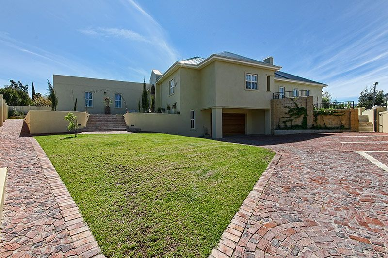 Perfect Guest House, Dual Living or Large Family Home!