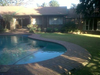 Property and Houses for sale in Garsfontein, House, 3 Bedrooms - ZAR 1,795,000