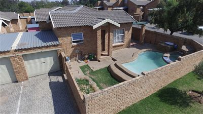 Roodepoort, Honeydew Property  | Houses For Sale Honeydew, Honeydew, Townhouse 3 bedrooms property for sale Price:930,000