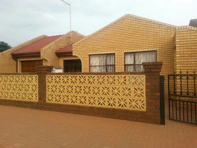 Property and Houses for sale in Vosloorus, House, 3 Bedrooms - ZAR 800,000