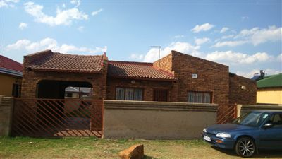 Property and Houses for sale in Vosloorus, House, 3 Bedrooms - ZAR 679,999