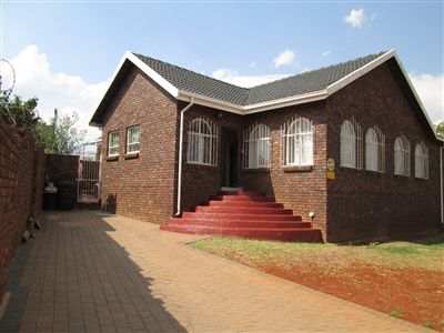 Laudium property for sale. Ref No: 13300632. Picture no 1