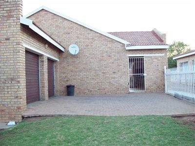 Klerksdorp, Oudorp Property  | Houses For Sale Oudorp, Oudorp, Townhouse 3 bedrooms property for sale Price:600,000