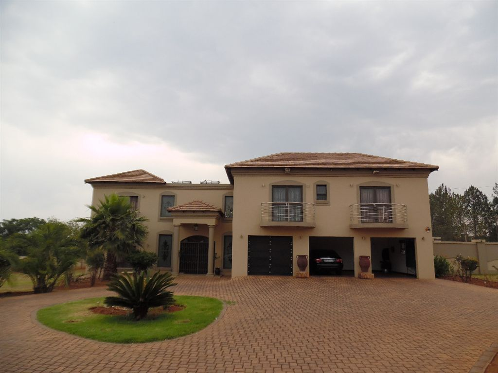 Where Executive Lifestyle meets Comfort Raslouw AH