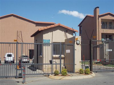 Johannesburg, Towerby Property  | Houses For Sale Towerby, Towerby, Townhouse 2 bedrooms property for sale Price:540,000