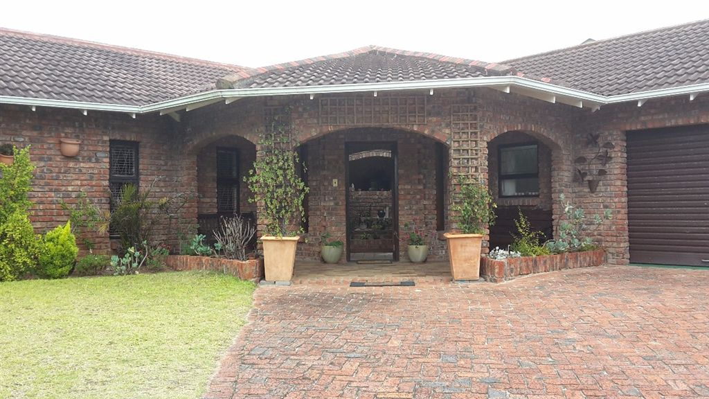 Immaculate Family home - Summerstrand