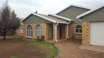Bloemfontein, Vista Park Property  | Houses For Sale Vista Park, Vista Park, House 3 bedrooms property for sale Price:990,000