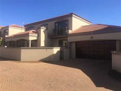 Bloemfontein, Woodland Hills Property  | Houses For Sale Woodland Hills, Woodland Hills, Townhouse 3 bedrooms property for sale Price:1,785,000