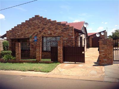 Roodepoort, Doornkop Property  | Houses For Sale Doornkop, Doornkop, House 5 bedrooms property for sale Price:850,000