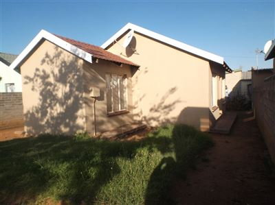 Vereeniging, Lakeside Property  | Houses For Sale Lakeside, Lakeside, House 2 bedrooms property for sale Price:300,000
