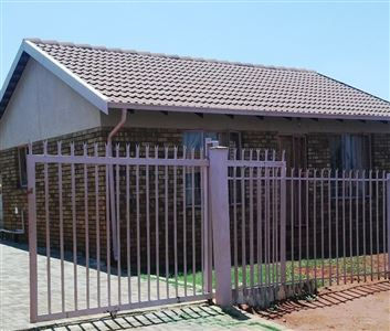 Geelhoutpark And Ext property for sale. Ref No: 13302866. Picture no 1