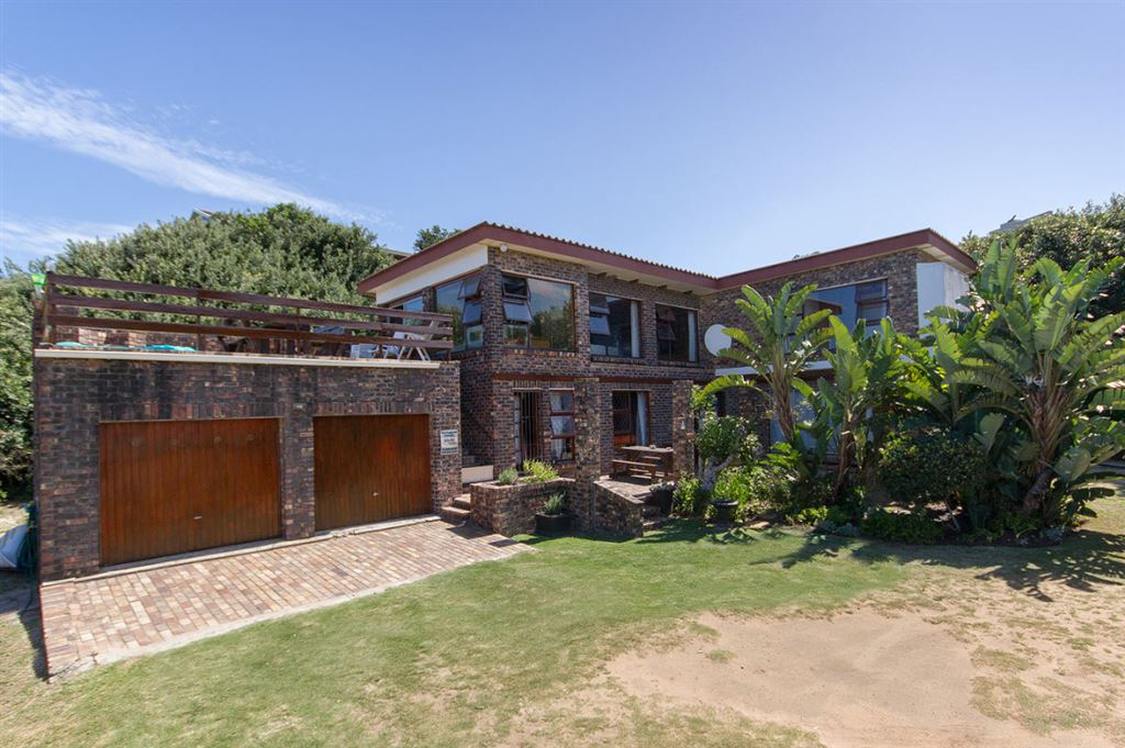 Magnificent Sea views and short stroll to the beach.