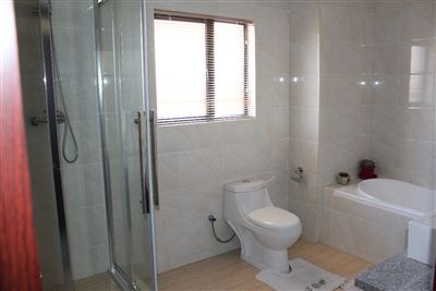 Cashan And Ext property for sale. Ref No: 13307462. Picture no 13