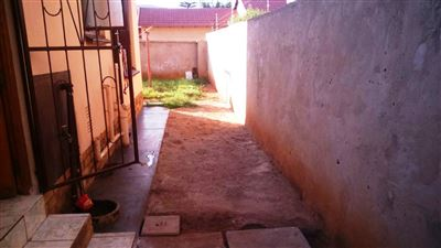 Tlhabane West property for sale. Ref No: 13309231. Picture no 3
