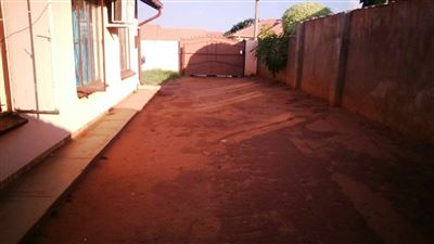 Tlhabane West property for sale. Ref No: 13309231. Picture no 2