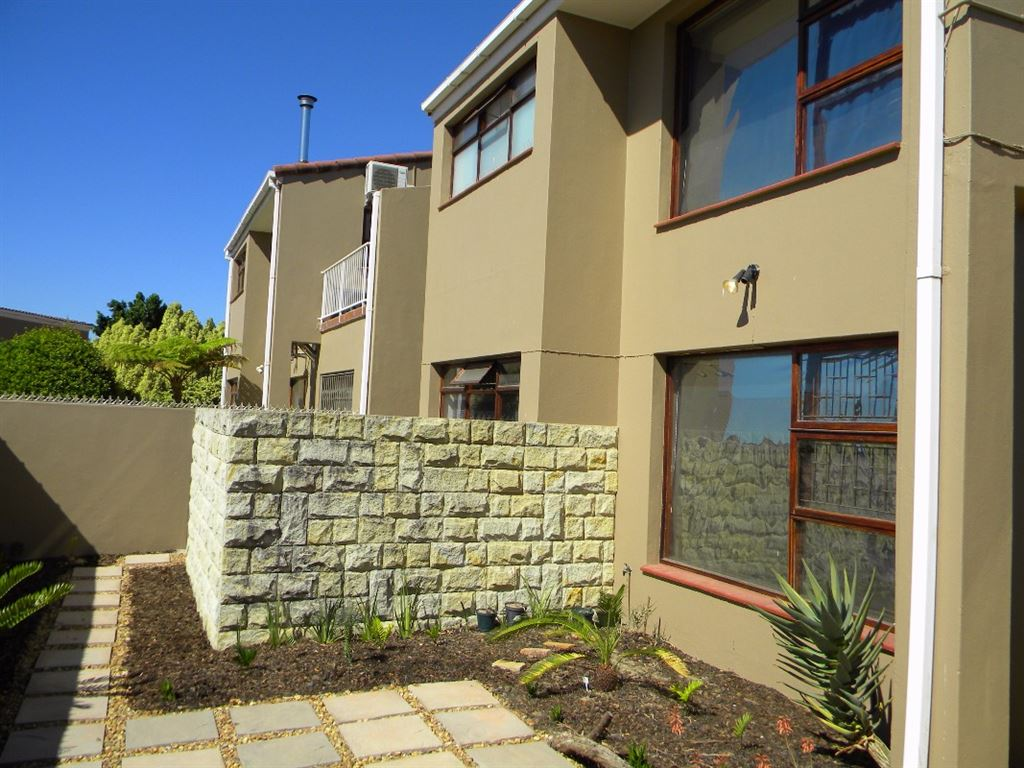 Spacious duplex townhouse for sale in Sonstraal Durbanville