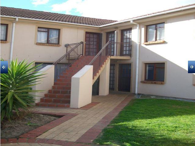 Strand - Renovated 2 bedroom flat in popular complex