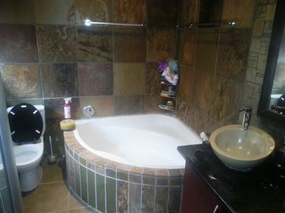 Cashan And Ext property for sale. Ref No: 13312203. Picture no 17